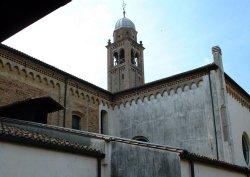 Corridoio di collegamento tra l'ospedale, la chiesa ed il convento